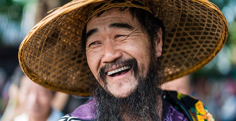 китаец улыбается