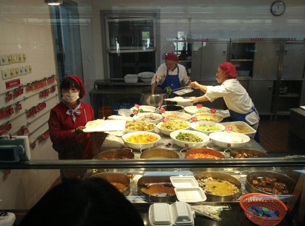 выбор блюд в китайской столовой