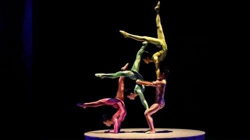 акробаты в шанхайском цирке